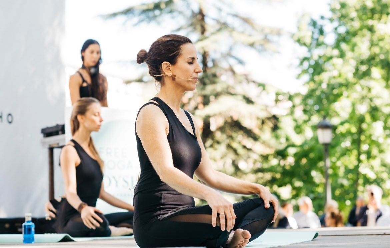 chica postura meditacion