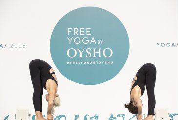 chicas en postura de yoga