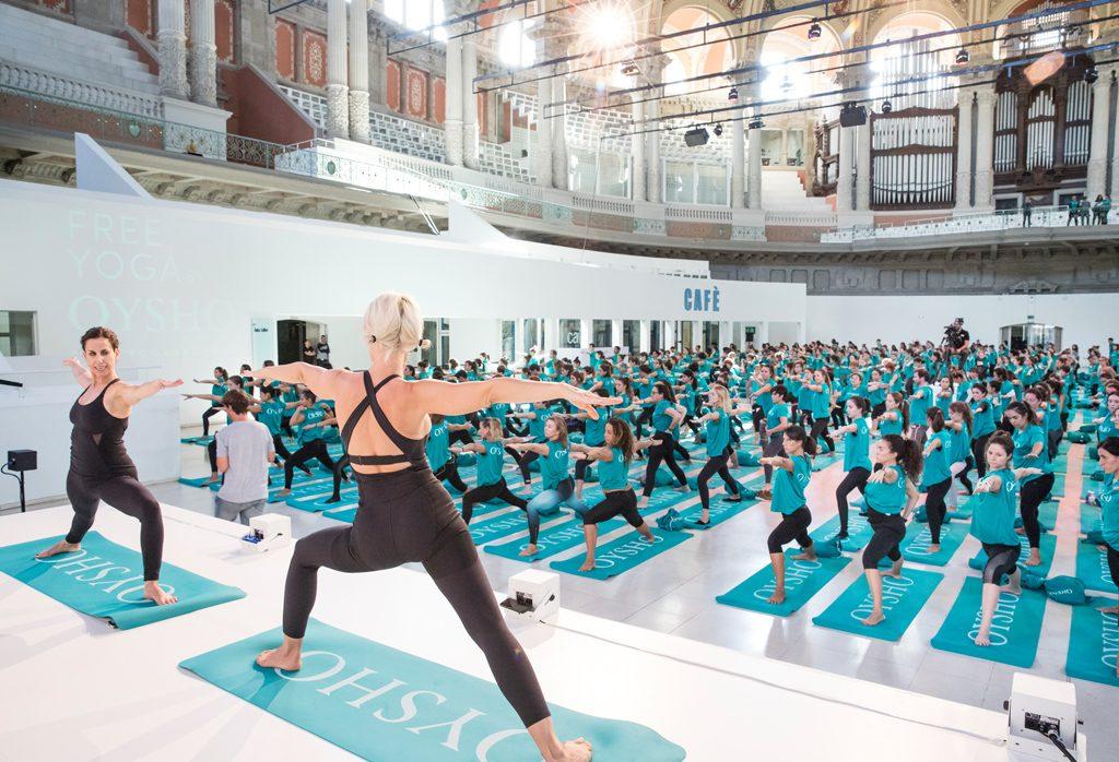 chicas haciendo yoga